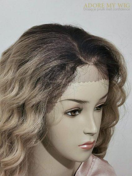 Realistische haarlijn curly lacewig Adore My Wig