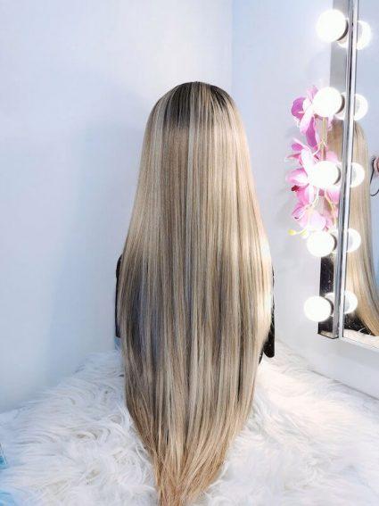 Achterkant lange blonde pruik