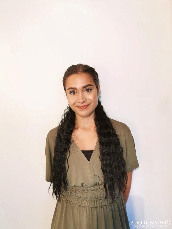 clip-in ponytail model