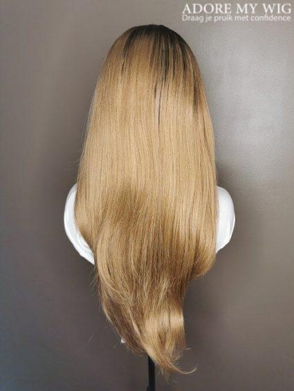 Bruine Pruik lang haar