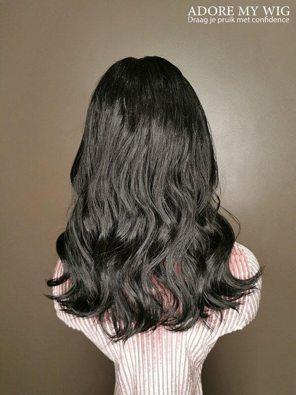 Halflange pruik zwart golvend haar